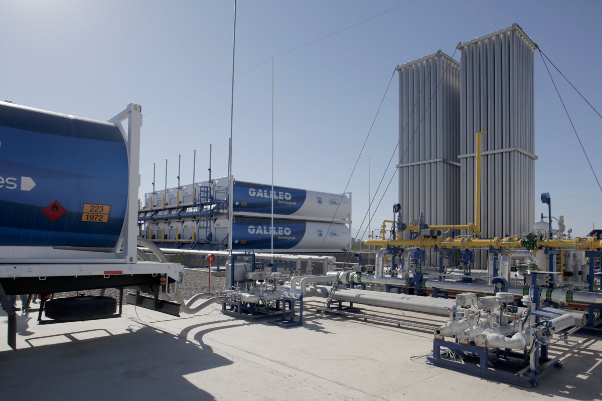 LNG-to-Power: descarga de GNL para generación de energía eléctrica.