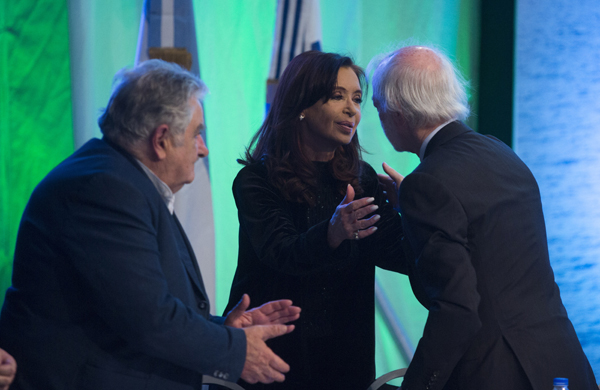 From left, José Mujica, President of Uruguay, Cristina Fernández de Kirchner, President of Argentina, and Juan Carlos López Mena, Chairman of Buquebus at Francisco ferry launch and Cryobox® presentation.