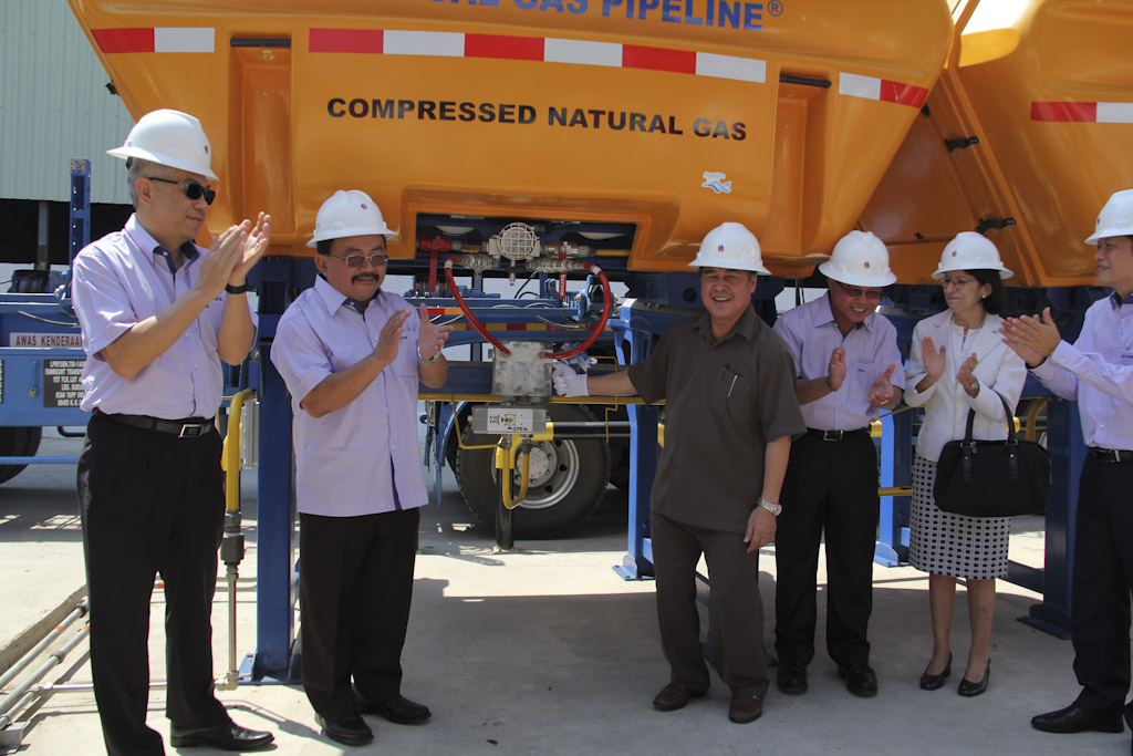 Siringan (third left) opening a valve from a freshly delivered MAT® CNG container.