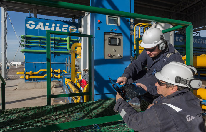Galileo's Field Services personnel monitoring performance of MX 1000 Pipeline Boosters at Boosting Station in El Pastal, Mendoza, Argentina.