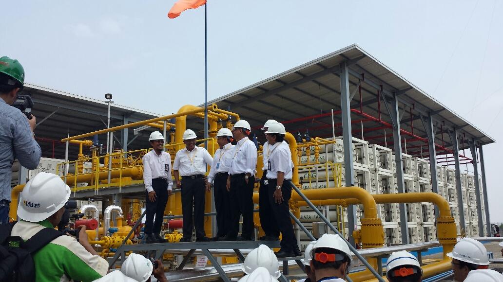 Autoridades locais e da PT PLN durante a inauguração da nova central de compressão e armazenagem de GNC em Muara Tawar.