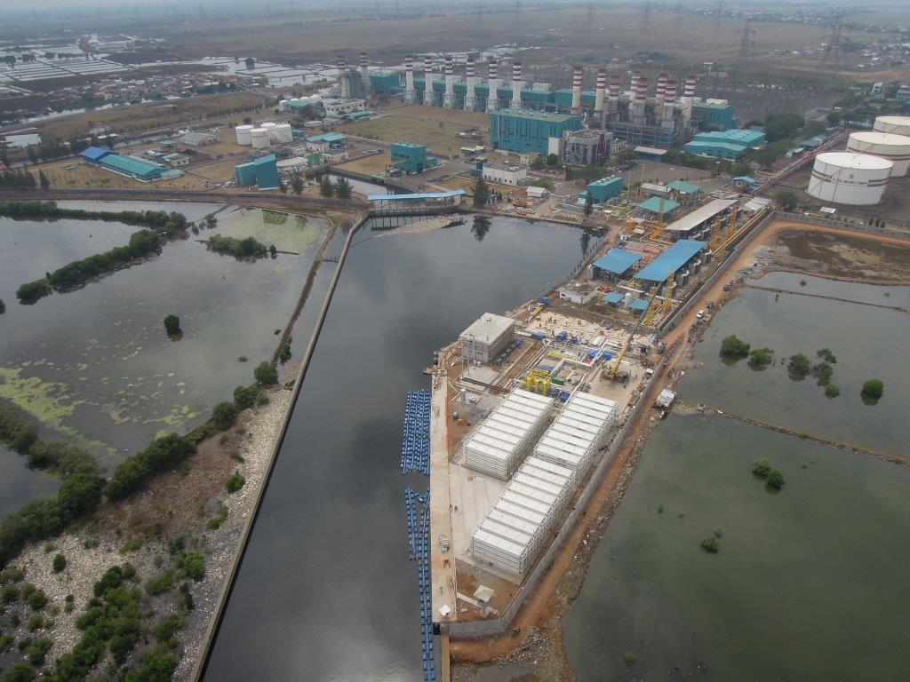 Vista aérea da planta de compressão e armazenagem de GNC de Muara Tawar durante sua construção.