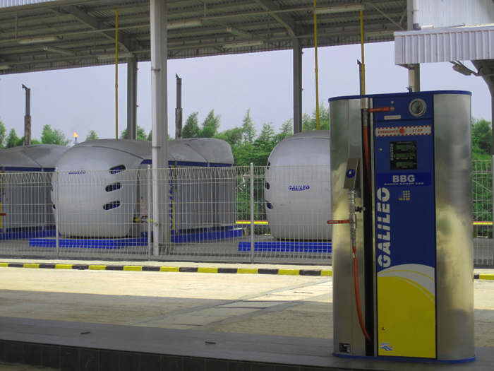 Operating together, the four Microbox packaged GNC compressors offer a filling capacity of 1,680 GGE/hour ( 6,000 m<sup>3</sup>/hour ).
