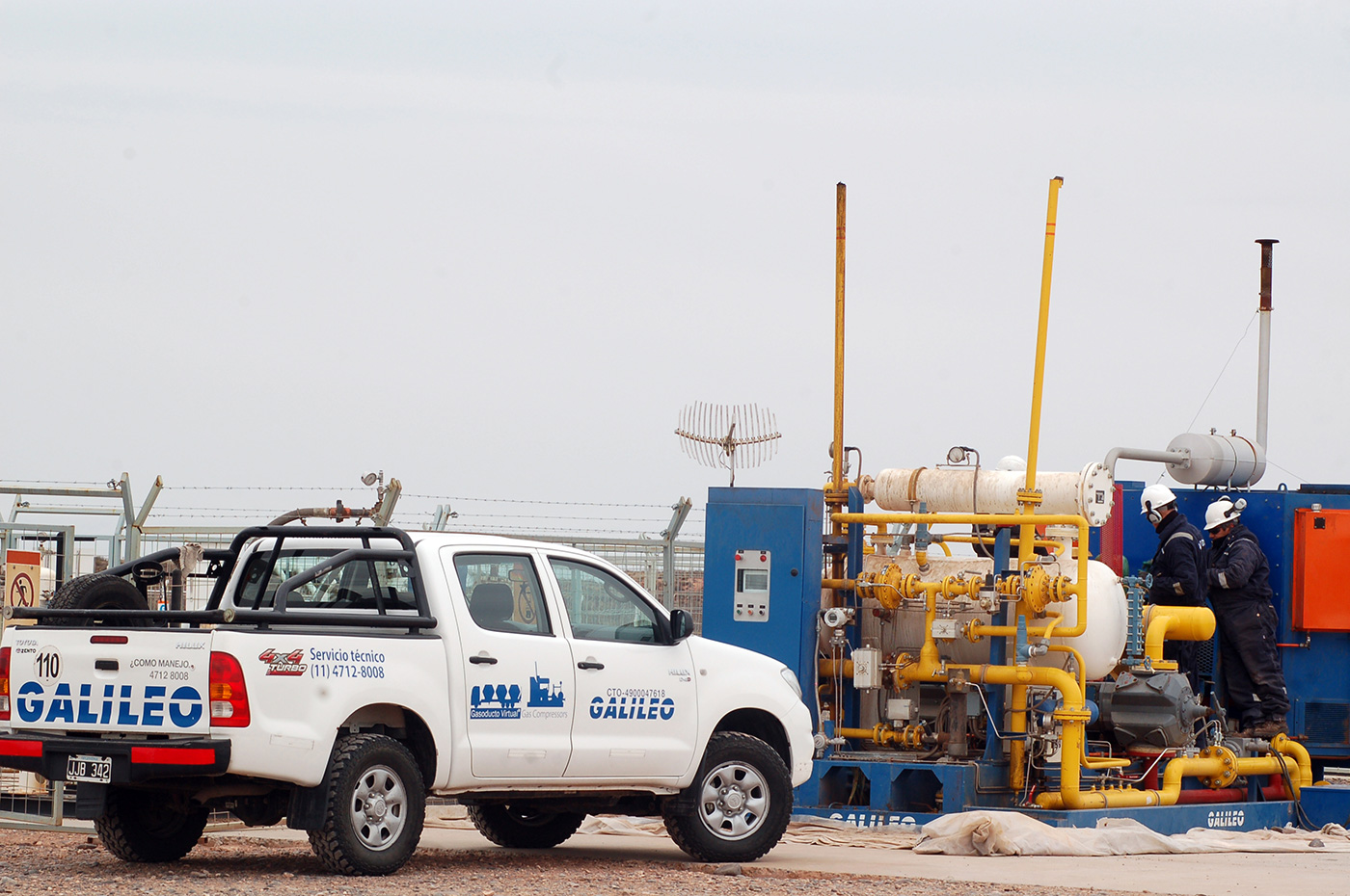 Galileo's field services personnel during the commissioning of Microskid Process compressor packages in a mature well operated by YPF (Yacimientos Petroliferos Fiscales) in Loma de la Lata, Argentina